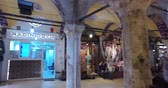 çarşı : ISTANBUL, TURKEY - JUNE 6, 2016: The central and largest city in the Grand Bazaar, with many shops and workshops: 6 JUNE, 2016 in Istanbul, Turkey
