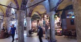 porcelana : ISTANBUL, TURKEY - JUNE 6, 2016: The central and largest city in the Grand Bazaar, with many shops and workshops: 6 JUNE, 2016 in Istanbul, Turkey