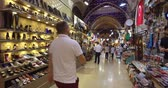 porcelana : ISTANBUL, TURKEY - JUNE 6, 2016: The central and largest city in the Grand Bazaar, with many shops and workshops: JUNE 6, 2016 in Istanbul, Turkey