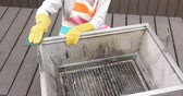 esfrega : Cleaning of barbecue oven