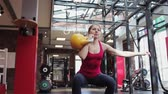 trener : Kettlebell fitness, young female athlete doing strength exercises in the gym
