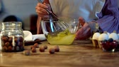 foco seletivo : whisk in ball bowl Stock Footage