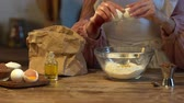 foco seletivo : cooked egg in glass bowl with flour at wooden table Stock Footage