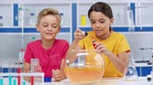 waterglas : cute kids mixing liquids in fish bowl