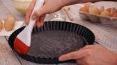 смазка : Woman hands oiling the baking pan preparing to make a cake - close-up, camera slide, slow motion