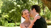 começo : Happy newlyweds in the park in slow motion