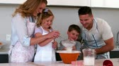 filmagens : Parents baking with their children in slow motion
