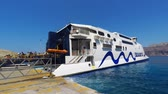 ada : Tourists arriving and boarding the Santorini - Ios  ferry line on board Hellenic seaways Highspeed 6 catamaran super ferry. Stok Video