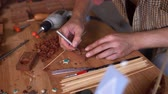 travail du bois : Carpenters Hands Holding A Chisel And Carving A Star Hole In The Wooden Plank. Skilled Joiner Carves A Wooden Plank. Craft And Art Concept. Closeup Vidéos Libres De Droits