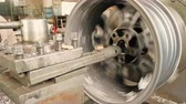 základna : The Process Of The Cutting Rim Center Bore From The Small Diameter To The Bigger One Dostupné videozáznamy