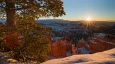 망치 : 4K Timelapse of Sunrise over Bryce Canyon National Park in Winter, Utah, USA 무비클립