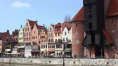 bałtyk : GDANSK, Poland - APRIL 22, 2018: view of Motlawa river and historic houses, a popular destination for tourism, old town. Wideo