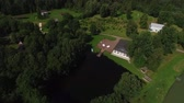 вилла : Beautiful wedding ceremony decoration. Aerail drone shot in park with pond and palace building, country side at sunny summer day