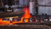 metalurgia : Hot steel pouring in steel plant Vídeos