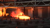 metalurgia : Work of metallurgical plant, fire, crane, cover Vídeos