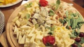 dorblu : Cutting from various cheeses with strawberries, nuts and grapes on catering