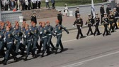 предъявитель : SEVASTOPOL,CRIMEARUSSIA-MAY 7,2015: Different kinds of troops marching on rehearsal of parade dedicated in honor of the seventieth anniversary of the Great Victory on May 7, 2015 in Sevastopol, Russia.