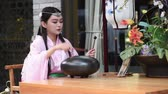 chengdu : Woman playing steel tongue drum
