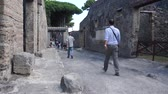 régészet : Views of the streets in the ancient Italian city of Pompeii.