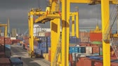 gantry : Loading of containers in the port (time-lapse)