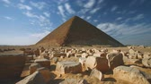 оставаться : Egypt, the valley of the giza, a view of the pyramid of Cheops (time-lapse)