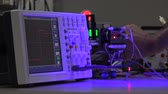 oscilloscope : adjustment the servo in  electronics lab