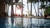 sonnenschirm : Pool im Tropical Beach Resort Paradise - Still-Video- Stock Footage