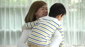 proteger : Asian child huging his mother with love at home slow motion Vídeos