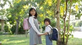 promessa : Cute Asian children going to the school outdoors slow motion