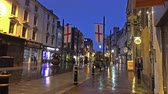 celta : Cardiff  Wales - February 12 2015: People walking through the rain Vídeos