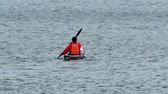 glaciální : Llanberis  Wales - May 02 2018 : Kayak racing on the lake
