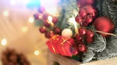 decorativo : Christmas decoration close up. . Electric bulb shine with christmas elements