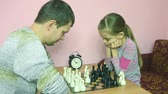 magyarázza : Chess players ponder next move