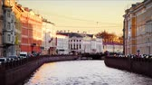 céu claro : St Petersburg, Russia. Moyka river in Saint Petersburg, Russia in the evening, historical buildings, bridges and clear sunset sky. Various bars and restaurants. Time-lapse of touristic boats Vídeos