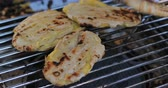 ısı : banana grilled tasty, traditional street food of thailand Stok Video