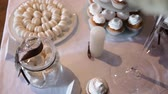 preservação : table with sweets and a plate with a macaroon