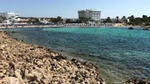 esernyő : AYIA NAPA, CYPRUS - SEPTEMBER 26, 2018: Vathia Gonia bay, near the popular resort of Ayia Napa, Cyprus Stock mozgókép