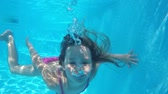 Little girl dives into the pool. Stock Footage
