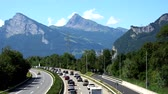 retraso : Maienfeld, GR  Switzerland - 4. August, 2019: heavy holiday bumper-to-bumper traffic on a highway in the Swiss Alps during summer vacation