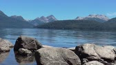 repousante : Beautiful and peaceful view of the lake and mountains. This take was made in the south of Argentina near San Carlos de Bariloche Town Vídeos