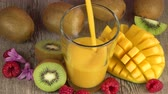 orangensaft : frischer Mango-Smoothie Videos