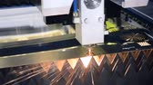 gravure : Fiber laser machines for metal cutting close-up. A laser beam cuts the sheet metal in the manufacture. Industrial technologies, production processes