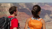 casal : Hikers - people hiking Grand Canyon. Young happy couple enjoying hike and active outdoor lifestyle. Happy young couple, multicultural Asian woman and Caucasian man outside, Arizona, United States.