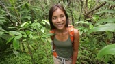 природа : Hiking - woman hiker walking in rain forest. Trekking young female on hike through dense rainforest nature on Maui, Hawaii, USA. Healthy young sporty multiracial Asian girl living active lifestyle.