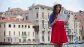 Číňan : Travel tourist woman holding map in Venice, Italy. Girl on vacation smiling happy by Canal Grande. Mixed race Asian Caucasian girl having fun traveling outdoors during holidays in Europe.