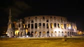 noc : Coliseum, Rome, Italy at night. Roman Colosseum. Beautiful view of the famous Italian landmark travel icon in the Roman forum.