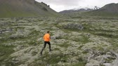 osoba : Trail running man in nature landscape doing cross country run. Fit male runner training jogging outdoors in mountain nature landscape with Snaefellsjokull  Snaefellsnes  Iceland. RED EPIC  REAL TIME.