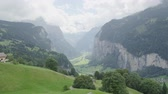 декорации : Landscape of Swiss Alps Lauterbrunnen valley in Switzerland, Europe in summer. Beautiful classic nature scenery from Bernese Oberland with mountains Jungfrau, Eiger and Monch in background.