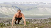 мужчины : Slow motion video of shirtless young man doing clap push ups against mountains. Full length of determined man is wearing shorts. He is representing healthy lifestyle.