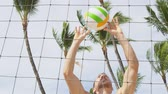 gwóżdź : Beach volleyball sport in summer. Man setting volley ball in layup. Friends playing outdoors in summer. People having fun recreational game living healthy active lifestyle